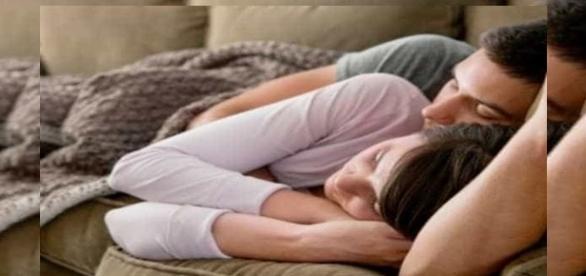 Casal deitado em um sono profundo
