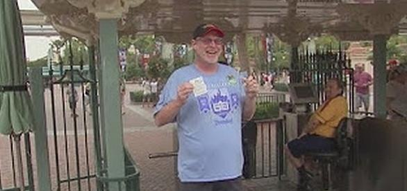 Jeff Reitz has visited Disneyland for 2,000 consecutive days [Image: Fox11/YouTube screenshot]