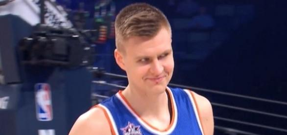 The Cleveland Cavaliers need the kind of skills that Kristaps Porzingis offers on the court. [Image via YouTube/NBA]