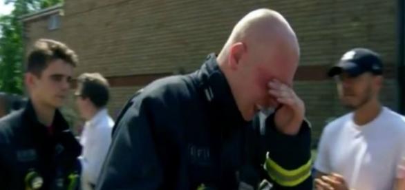 Equipe de bombeiro salvou a vida dessa mulher (Foto: Reprdução/ ITV)