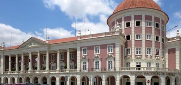 The Banco Nacional de Angola building. [Image via Flickr/David Stanley]