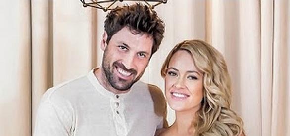 Peta Murgatroyd and Maksim Chmerkovskiy are getting ready for wedding. [Image via YouTube/Entertainment Tonight]