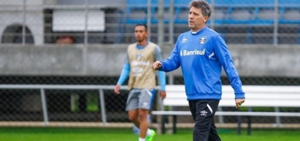 Renato Gaúcho ganha opções no Grêmio