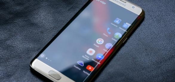 Samsung Galaxy S7 edge / Photo via Răzvan Băltărețu, Flickr