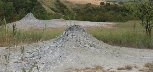 """Cono """"vulcanico"""" formato dalla risalita di fango. Salse di Nirano."""