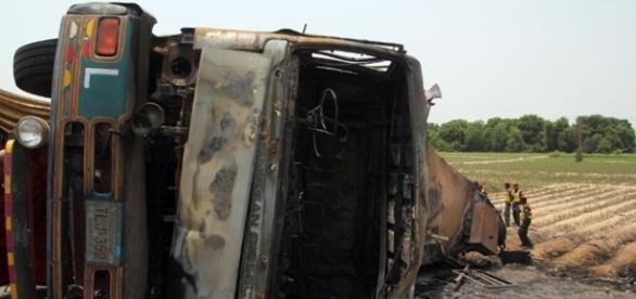 Fatalidades após o petroleiro explodir