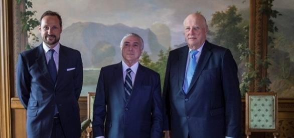 Temer com o rei Harald da Noruega (direita) e o príncipe Haakon (esquerda)