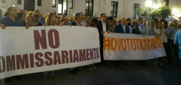 Trapani, la manifestazione pro-voto di qualche giorno fa: tutto inutile, la città sarà commissariata