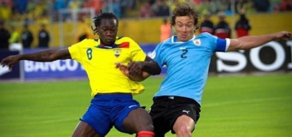 Corinthians e Flamengo travam disputa por contratação de jogador estrangeiro (Foto: Eduardo Flores/Andes)