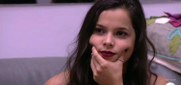 Emilly Araújo faz reflexão em vídeo