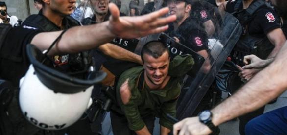Gays desafiam proibição à parada na Turquia | Internacional