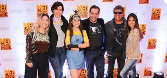 Maisa Silva vestida a caráter ao lado de dubladores famosos do longa infantil