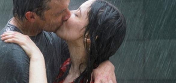 Assim como as mulheres, os homens também precisam ser conquistados através de um beijo apaixonado. ( Foto: Reprodução)