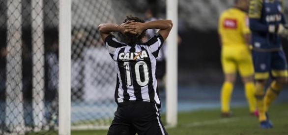 Botafogo joga mal e acaba perdendo para o lanterna (Foto: Reprodução)