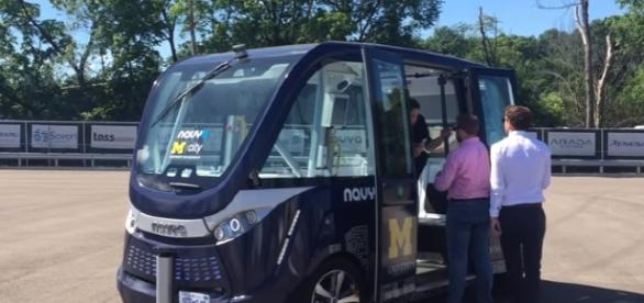 Experience ride in a driverless shuttle at Mcity. Image credit : MLive | Youtube