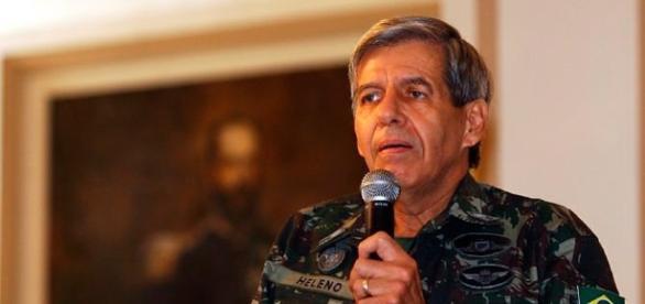 """General Augusto Heleno critica postura ''mansa"""" de Temer"""