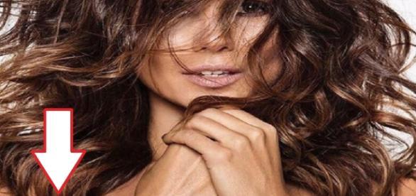 Paula Fernandes publica foto de topless (Foto: Google)