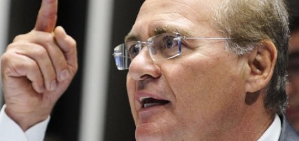PMDB decide tomar decisão em relação às críticas do senador Renan Calheiros (PMDB-AL) contra o presidente Michel Temer (Foto: Reprodução)
