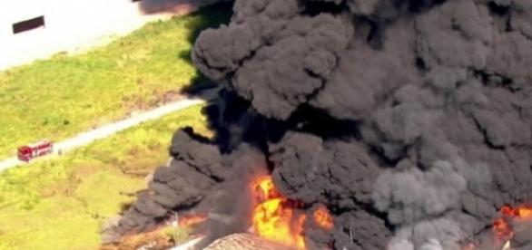 Incêndio começou em dois tanques de solventes, que explodiram
