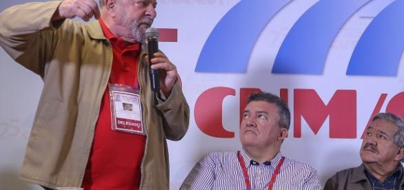 Ao lado de sindicalstas, Lula ataca a Lava Jato. ( Foto: Reprodução)