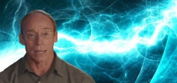 Pesquisador afirma manter contato com agentes secretos que desejam falar a verdade sobre a existência alienígena (Youtube)