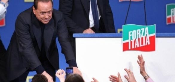 Silvio Berlusconi ad un comizio di Forza Italia