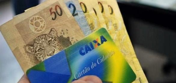 Trabalhadores tem até 30 de junho para sacar abono salarial ano-base 2015