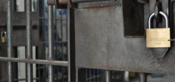Mãe é presa por levar filha para ser violentada sexualmente (Foto: internet)