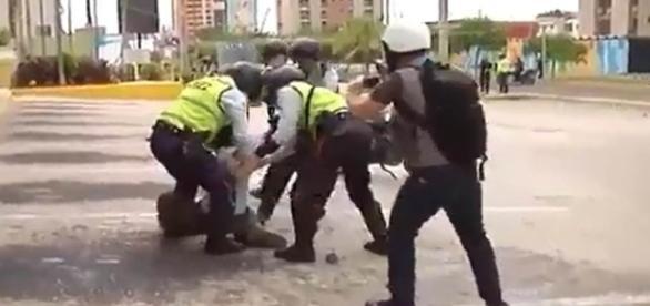 Policías y ladrones roban por igual