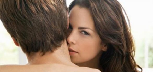 Algumas coisas que as mulheres fazem quando estão a fim de um homem