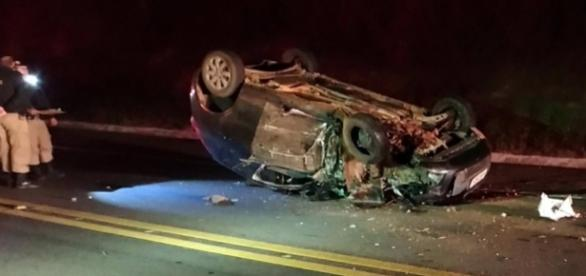 Carro conduzido por Vinícius capotou após bater em ambulância do Samu; rapaz teve morte instantânea - foto: Reprodução / Redes Sociais