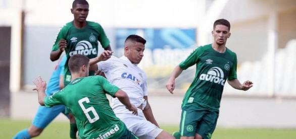 Chapecoense bateu o Santos na Vila Belmiro