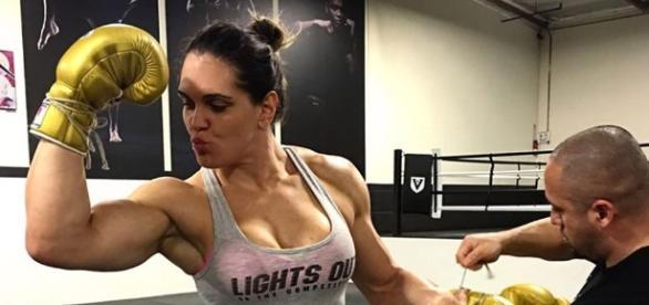 Em treino, Gabi Garcia lutará Muay Thai no Japão (Foto: Reprodução)