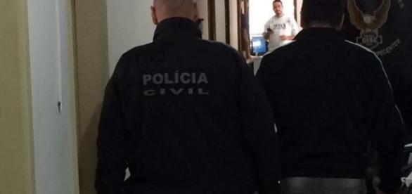 Ex-Polegar(à direita) é preso por dívida de pensão alimentícia (Foto: Divulgação/Polícia Civil)