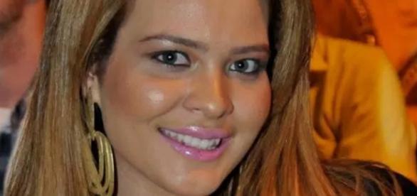 Geisy Arruda faz procedimento com sangue - Google