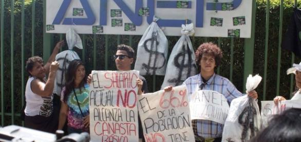 Movimientos sociales exigen a ANEP debate público sobre aumento al salario. - gob.sv