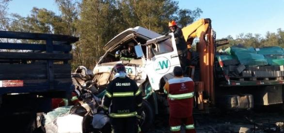 Uma das cinco vítimas do acidente está em estado grave - (foto: Divulgação / PRF)