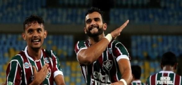 Ceifador e Scarpa comemoram segundo gol do Flu nos 2 a 1 sobre o Vitória-BA (Foto: Nelson Perez/Divulgação FFC)