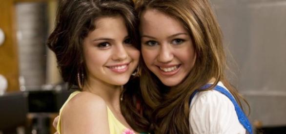 Com foto decotada, Miley Cyrus teria disparado indireta para ... - com.br