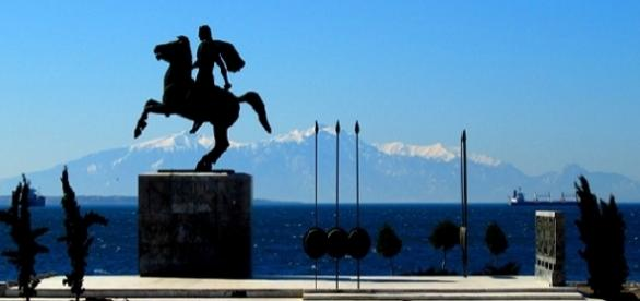 Estátua de Alexandre o Grande em frente ao Golfo Thermáico em Thessaloniki, Grécia