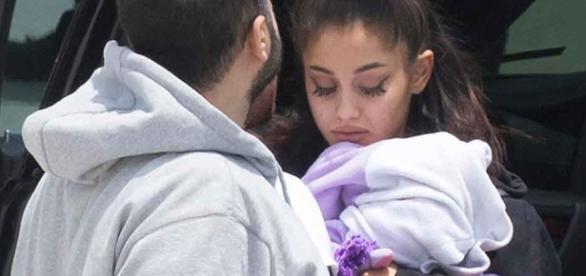 Katy Perry y Ariana Grande en el homenaje a las víctimas