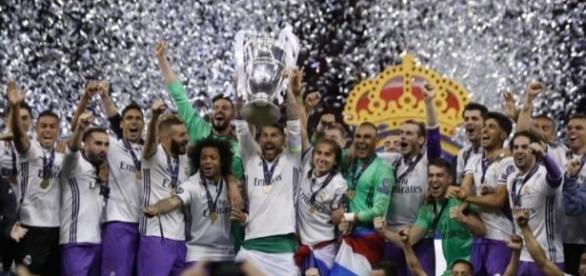 Sergio Ramos levanta la Copa de Europa, la 12ª del Real Madrid