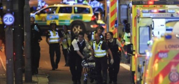 Terror em Londres: Feridos são levados a hospitais da cidade (Foto: CNN)