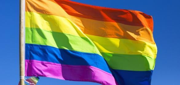 Bandera gay ondeando, tomada de huffingtonpost.com