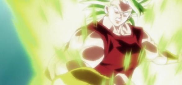 Kale se convierte en Super Saiyajin.