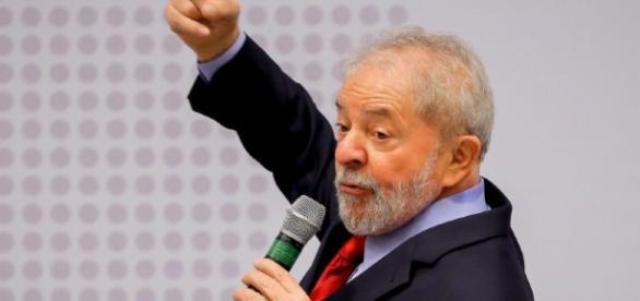 """""""Não queremos um presidente eleito indiretamente"""", diz Lula"""