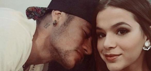 Neymar e Bruna Marquezine em momento romântico