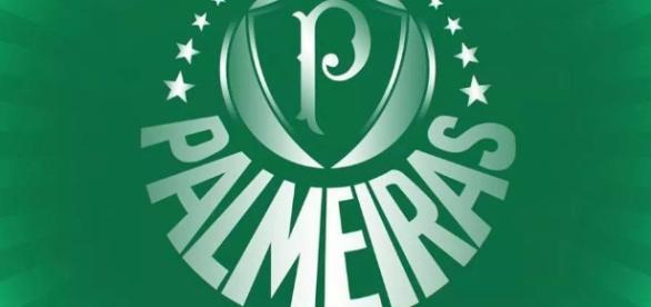 Palmeiras estuda a contratação de mais um centroavante.