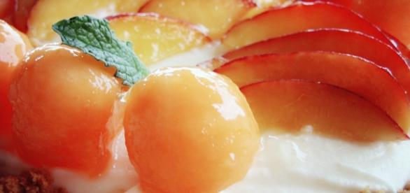 dolce con frutta di stagione, giugno, nespole, cheesecake con naspole amaretti e liquore