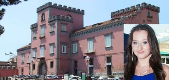 Il Castello Ducale di Sant'Antimo, simbolo della città. Nel riquadro, Rosa Di Domenico